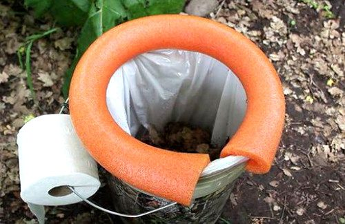 3 Easy Steps To Turn a Bucket Into A Mind Blowing Emergency Toilet
