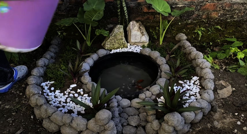 How To Build A Beautiful Small Aquarium From Cement and Old tires